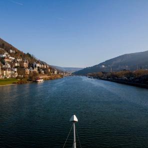 Blick von der Theodor-Heuss-Brücke in Richtung Alte Brücke - rechts Altstadt - links Heiligenberg