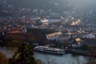 Schiff ist die 'Königin Silvia', dahinter 'Marstall' (Uni Heidelberg)