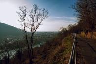 Ein Blick zurück auf den Philosophenweg und die Heidelberger City